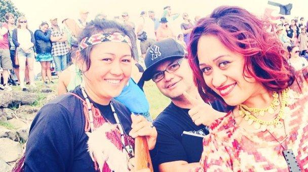 Selfie: Miss Kihi, Joe, me tetehi wahine