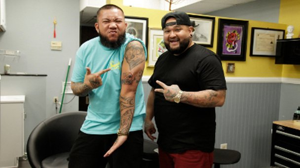 JC tha Barber and tattooist  point at new tattoo