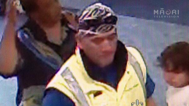 CCTV footage of man who left young boy at Manukau WINZ office