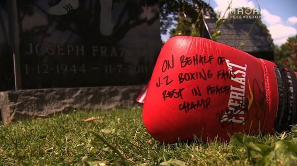 A koha for the great Smokin' Joe from his Kiwi boxing fans