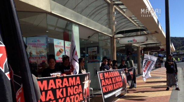 Protest outside KiwiYo