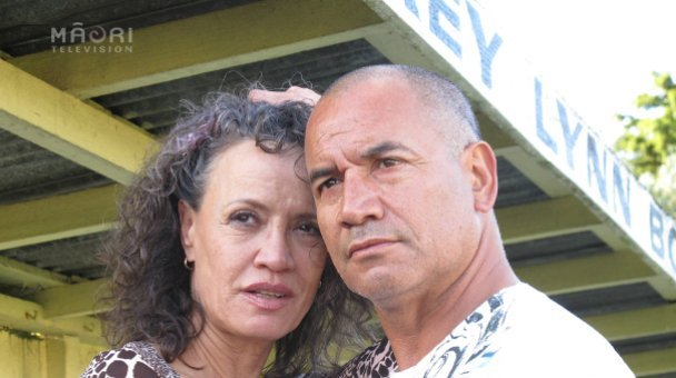 Wena & Temuera now poses for camera