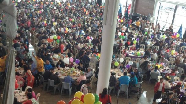Another view of masses at xmas lunch