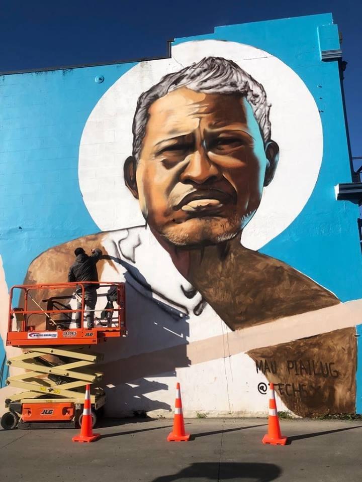 Artist Poihakena Ngawati with a tribute to navigator Mau Piailug