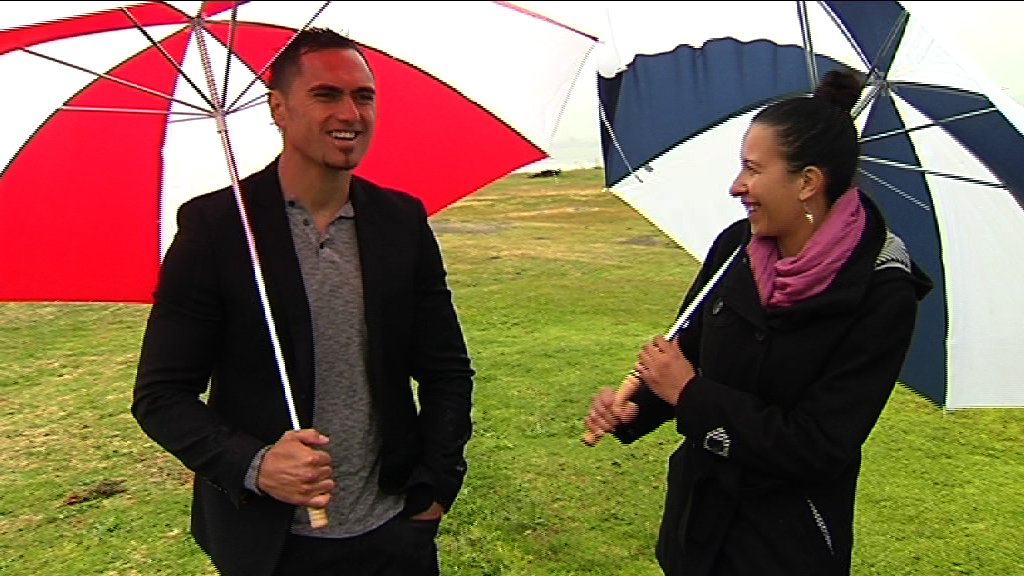 MWS Anaha and Kahurangi talking under umbrellas