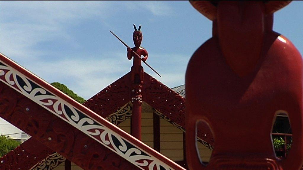 MS waharoa in foreground, tekoteko in background