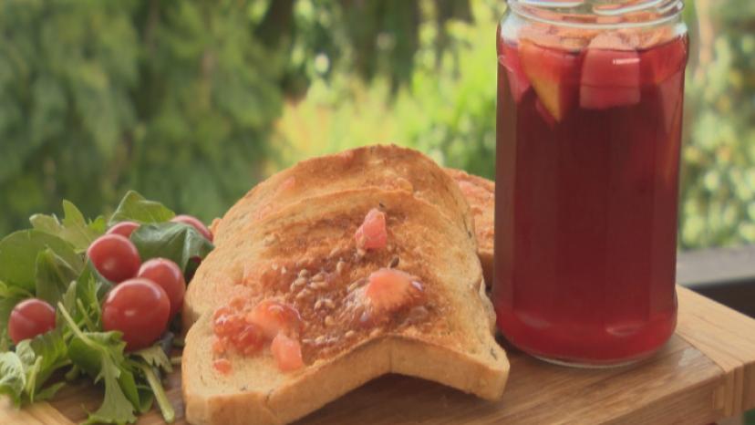 Pa amb tomaquet Pan con Tomate on display - He Rourou