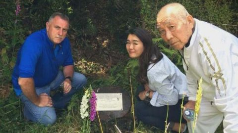 Detective Senior Sergeant John Wilson, Honoka Tsuchida and her grandfather Kunikatsu Tsuchida.