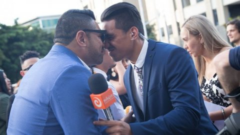 Reporter Wepiha Te Kanawa greets The Koi Boys at the VNZMAs