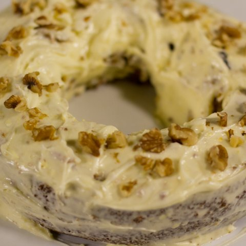 A finished ring carrot cake.